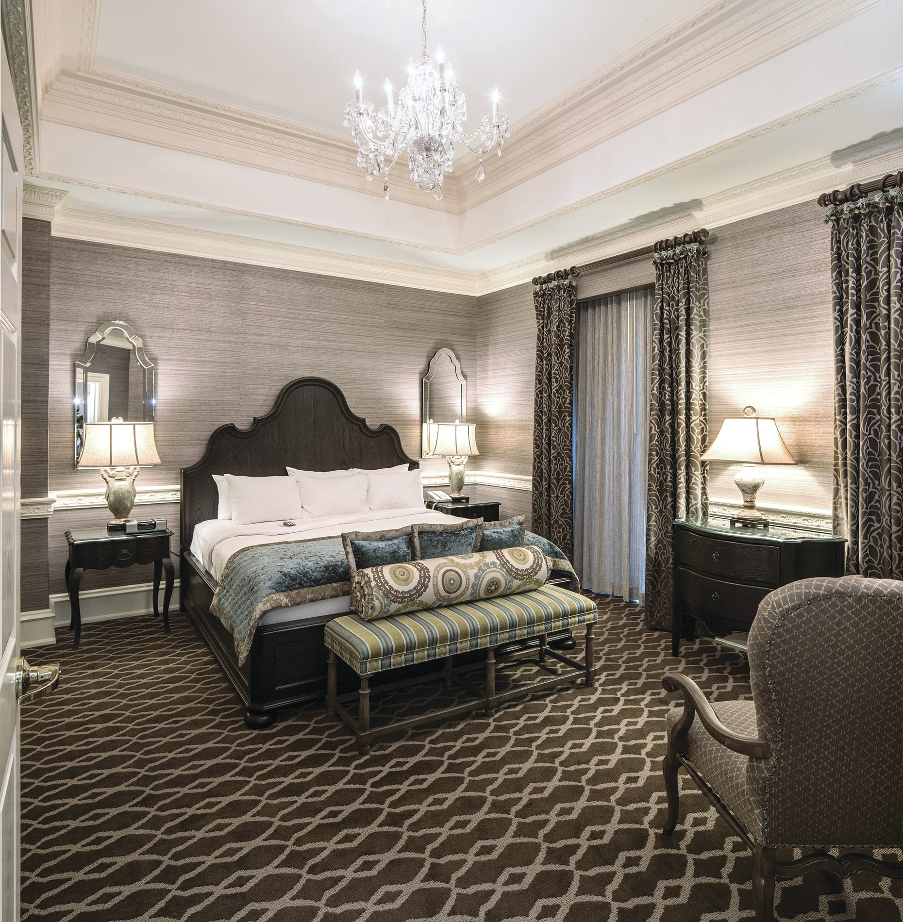 Chateau_Lafayette-Presidential_Suite_Master_Bedroom_cmyk_l.jpg